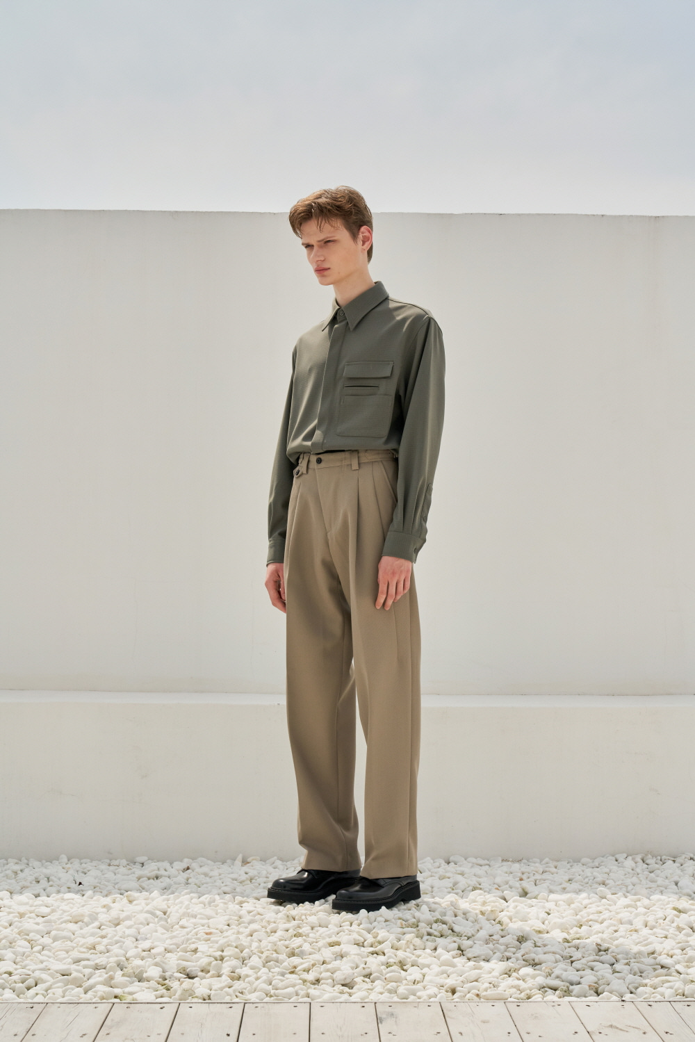 One Tuck Loosefit Slacks Beige (Diagonal Line) (재입고)